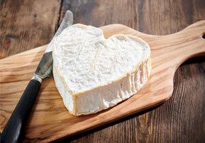 Les Cateliers Neufchâtel Lait Cru Cheese